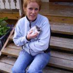 Hilde og en av kaninungene